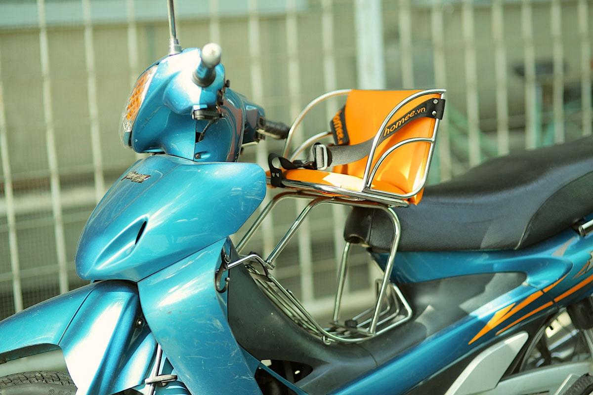 Review ghế ngồi cho bé khi đi xe máy